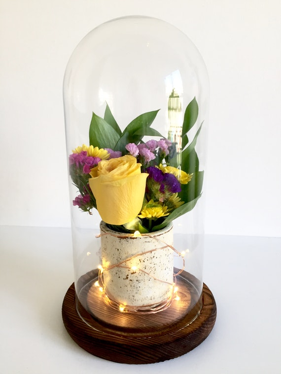 Fanal con mini ramo de flores y luces LED cobre