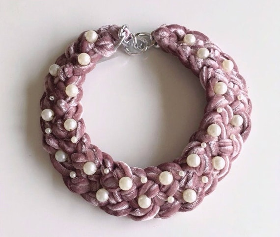 Collar velvet pearls