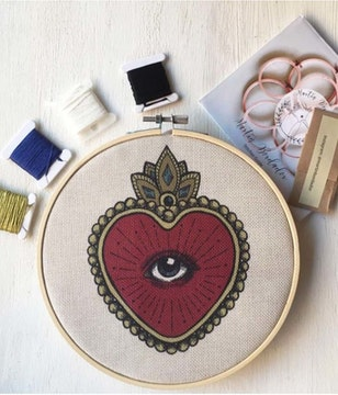Mini Kit para bordar Sagrado Corazón Ojo