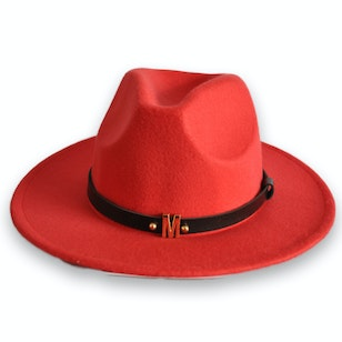 Colo, sombrero color rojo